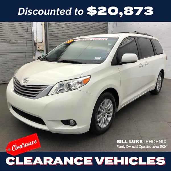 PRE-OWNED 2017 TOYOTA SIENNA XLE 7 PASSENGER