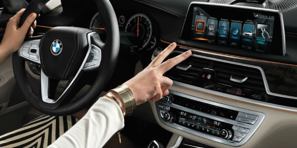 2017 BMW 7 Series Technology and Features