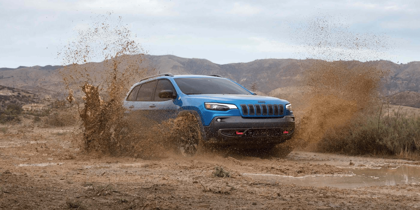 2019 Jeep Cherokee driving through mud
