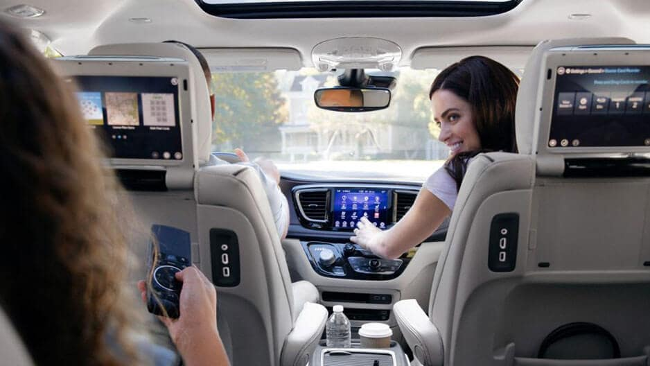 Technology Features of the New Chrysler Pacifica at Garber in Jacksonville, FL