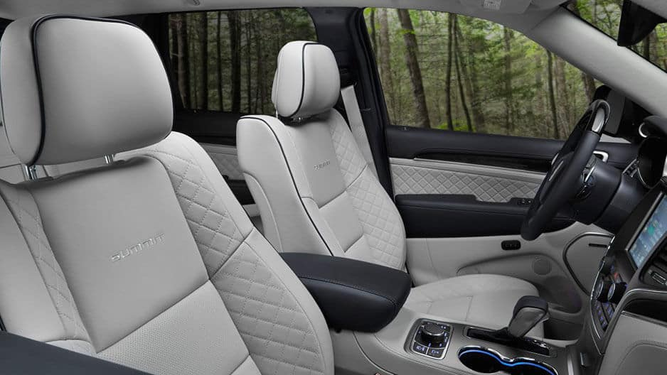 Interior Features of the New Jeep Grand Cherokee at Garber in Orange Park, FL