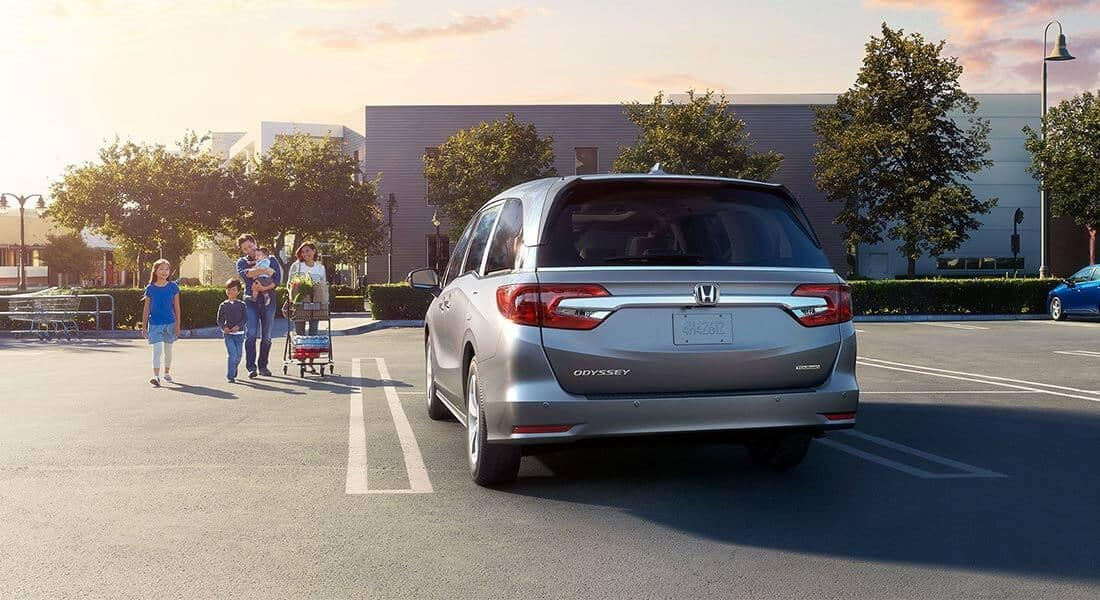 2018 Honda Odyssey Elite Parking Lot