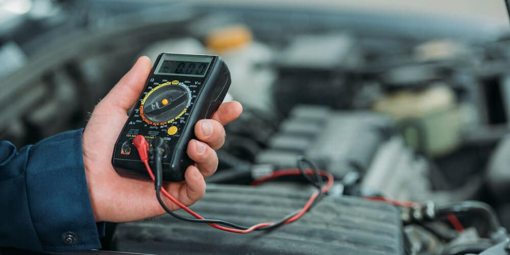 Automechanic using digital multimeter