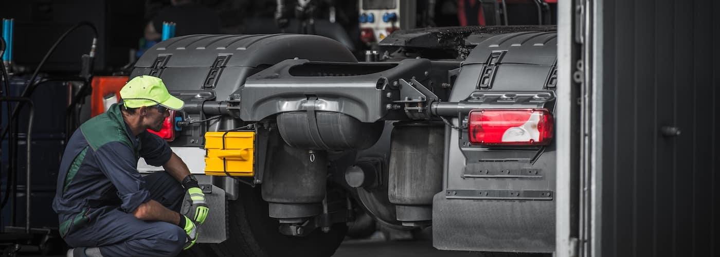 Commercial Truck Maintenance Checklist | Lynch Truck Center