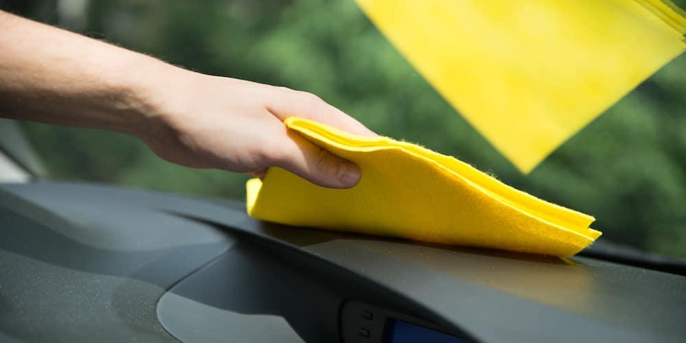 Using a Microfiber Cloth on Car_55140569