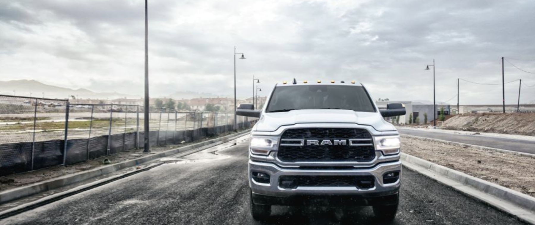 RAM18_031350_HD_TRADESMAN_TIRES_442_G7C1_300