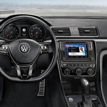 2019-Volkswagen-Passat-cockpit