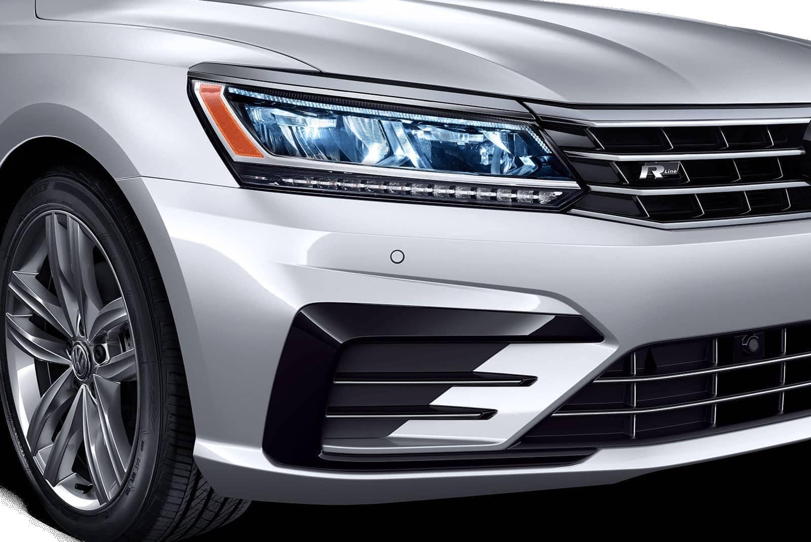 2019-Volkswagen-Passat-front