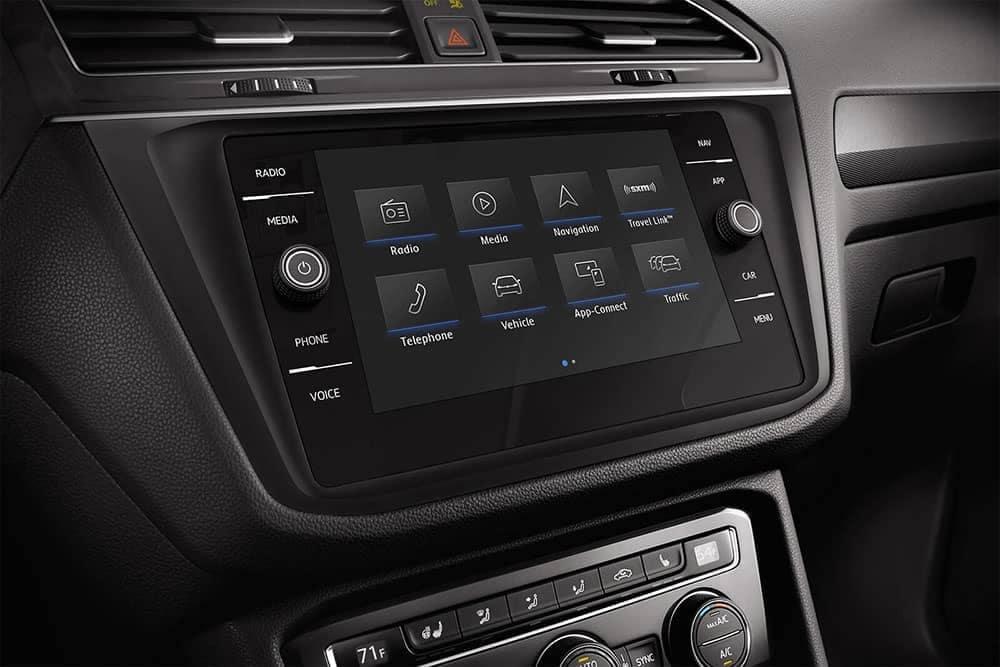 2019-Volkswagen-Tiguan-int-03