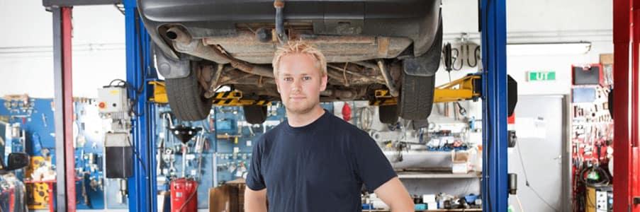 mechanic in service center
