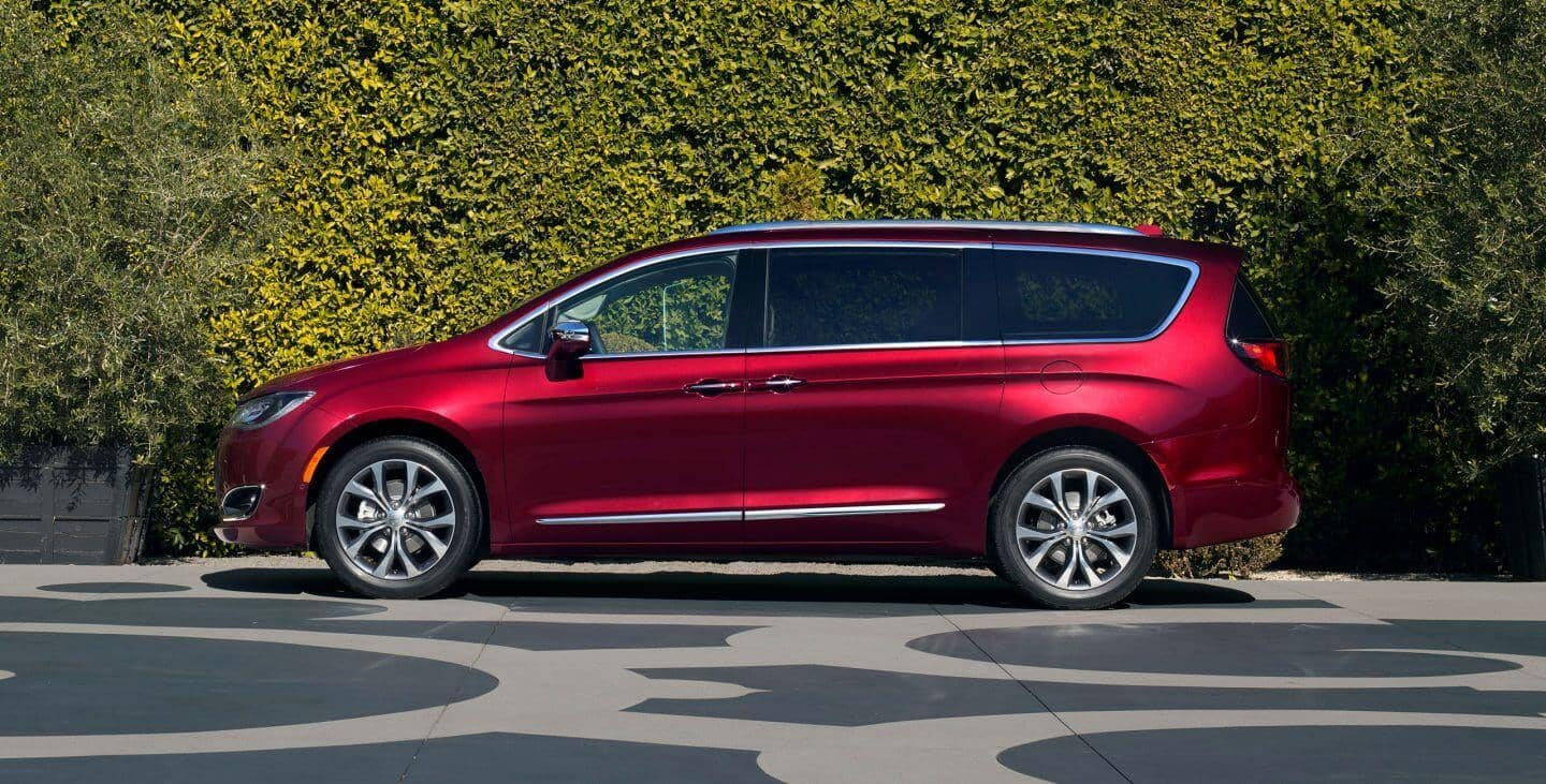 2018 Chrysler Pacifica Red
