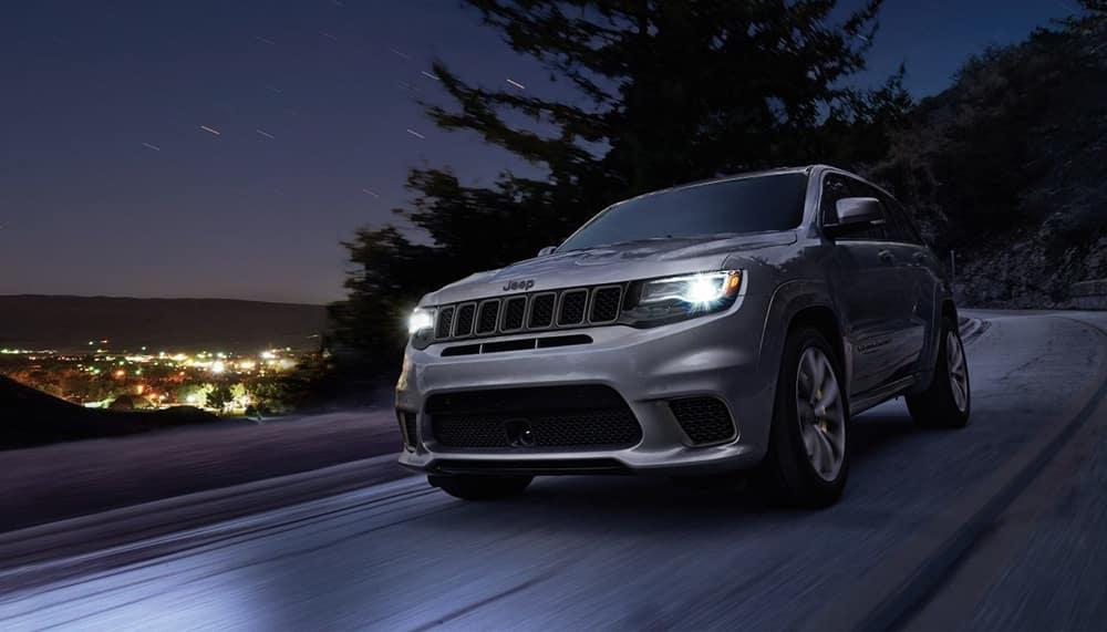 2018 Jeep Grand Cherokee Driving At night